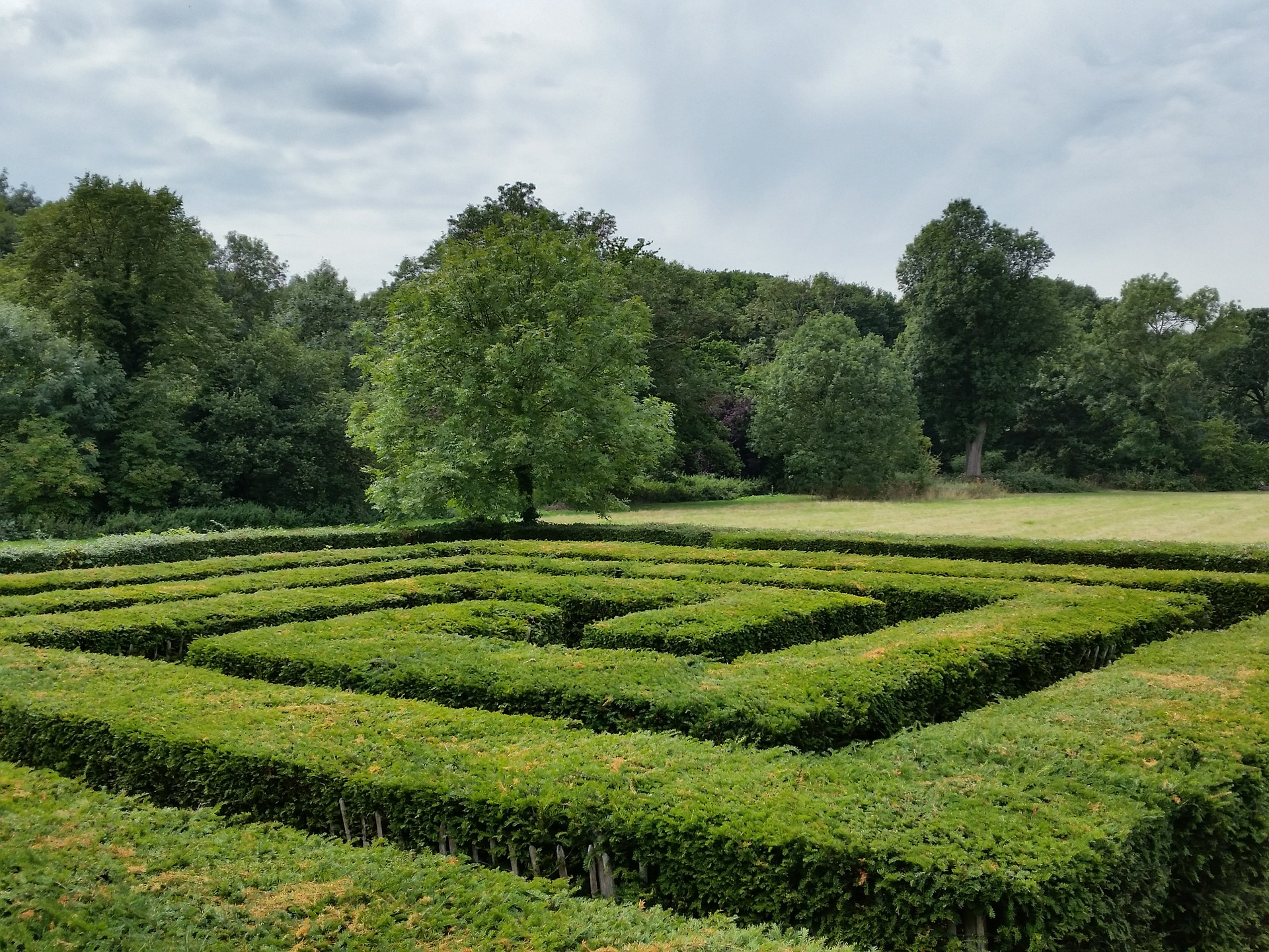 create a labyrinth, 8 Tips On How To Create A Labyrinth Or Maze Yourself, Best Garden, Home And DIY Tips