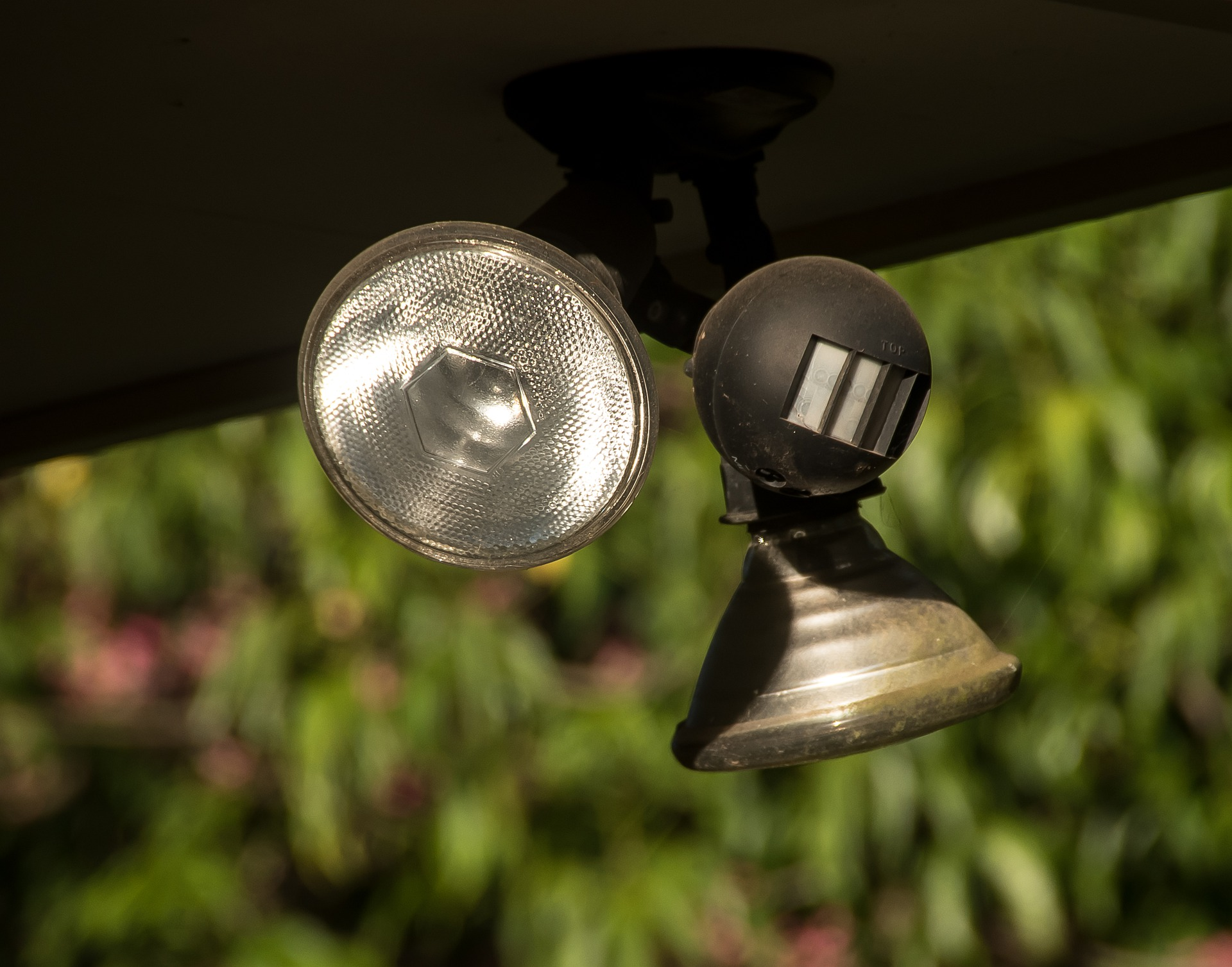Motion Detector: Everything About Light In And Around The House
