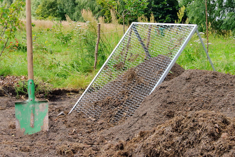 Build your own compost sieve: Manure from your own production